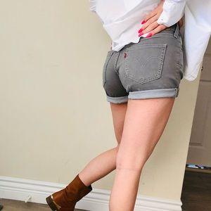 🌷Levi's | High waisted shorts